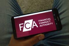 KONSKIE, POLOGNE - 29 juin 2019 : Autorité financière de conduite - logo de FCA au téléphone portable photos libres de droits