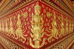 Konst av thai skulptur i Wat Suan Dok, thai tempel Arkivbild