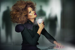 Konst föreställer av härlig kvinna med unsual frisyr Arkivfoton