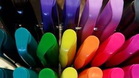 Konst: Färgrik ask av markörer Royaltyfri Bild