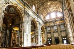 Konst och struktur för basilika för St Peter ` s inom basilikan Royaltyfria Bilder