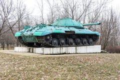 KONSTANTINOVKA, DE OEKRAÏNE - MAART 3, 2017: De monument-tank -3M stock foto