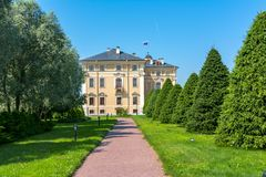 Konstantinovsky Kongresowy pałac i ogródy, St Petersburg, Rosja obrazy stock