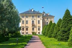 Konstantinovsky Kongresowy pałac i ogródy, St Petersburg, Rosja fotografia royalty free