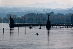 Konstanz-Hafen im Fall stockbilder