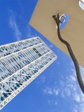 konstbarcelona modernt torn Arkivfoton