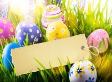 Konsteaster bakgrund med den easter ägg och våren blommar Royaltyfri Fotografi
