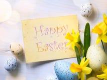 Konsteaster bakgrund med den easter ägg och våren blommar Arkivbild