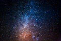 Konstellationer i universum med miljon stjärnor på natten Arkivbilder