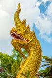 Konsten av konkret Naga (sagolik orm) head statyn Arkivbild
