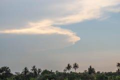 Konsten av molnet vid blåsigt Arkivbilder