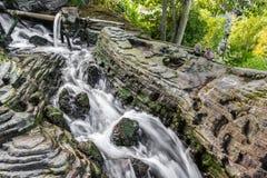 Konstgjord applådera vattenfall Royaltyfri Bild