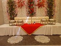 Konstgjord blomning OnsideTheWall för bröllophändelse arkivfoto