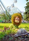Konstgjord lejon och sköldpadda Arkivbild