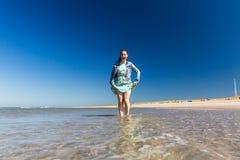 Konstgjord Maasvlaktestrand strand som byggs för Europoorten Rotterd arkivfoton