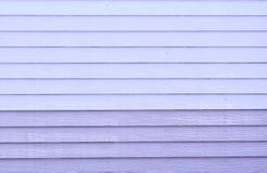 Konstgjord purpurfärgad wood väggbakgrund Arkivbilder