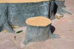 Konstgjord stol för trädstubbe Royaltyfria Bilder