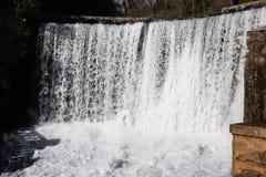 Konstgjord vattenfall i Abchazien nya Athos Royaltyfri Bild