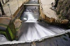 Konstgjord vattenfall på floden Psyrtsha i Abchazien nya Afon Arkivbilder