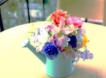 Konstgjorda blommor för tappning Royaltyfria Foton