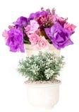 Konstgjorda blommor i den vita vasen Royaltyfria Foton