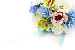 Konstgjorda blommor på vit bakgrund Arkivfoton