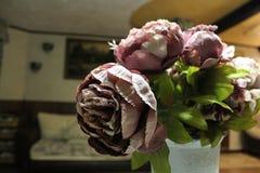 Konstgjorda blommor, pioner Arkivfoton