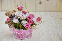 konstgjorda blommor steg Arkivfoton