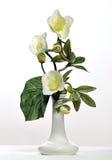 konstgjorda keramiska blomkrukablommor Arkivfoton