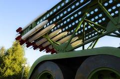 Konstgjorda missiler p? modellen av Katyushaen royaltyfria bilder