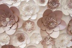 Konstgjorda pappers- blommor som göras av handen Härlig dekor Royaltyfri Foto