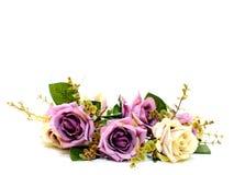 Konstgjorda rosor blommar buketten som isoleras på vit bakgrund arkivbild