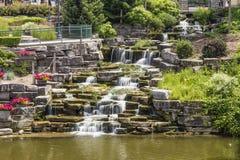 Konstgjorda vattenfall i Frankenmuth Michigan Royaltyfri Fotografi