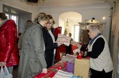 Konsthantverkmarknad på jul Royaltyfria Foton