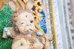 Konstig kaninskulptur på Wat Pariwat, Bangkok Arkivbild