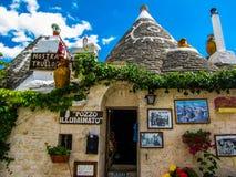 Konstiga hus i Alberobello, Italien Arkivfoton