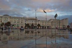 Konstitutionfyrkant - en av de äldsta fyrkanterna i Kharkiv Royaltyfri Bild
