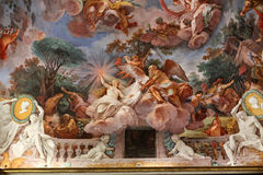 Konstmålning av taket i central korridor av villan Borghese Arkivbild