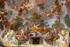 Konstmålning av taket i central korridor av villan Borghese, Rome arkivbild