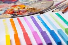 Konstmaterial och färgade linjer Fotografering för Bildbyråer