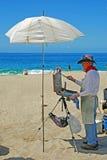 Konstnär på den Aliso stranden i Laguna Beach, Kalifornien Arkivfoton