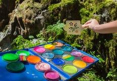 konstnärbakgrundsfjärilar kommande idérik som fantasi för begrepp isolerade naturen ut, målar sommar för fjäder för splatter för  arkivfoton
