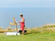 Konstnären målar försäljningslandskap av den alabaster- kusten Arkivbild
