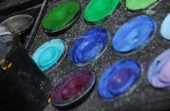 konstnären målar s Fotografering för Bildbyråer