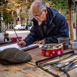 Konstnären målar utomhus på marknadsgatan i San Francisco Royaltyfria Foton