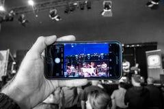 Konstnären Naaz frigör offentligt konsert i Rotterdam royaltyfri foto