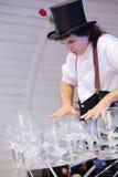 Konstnären rymmer lotten av exponeringsglas på etapp Royaltyfria Foton
