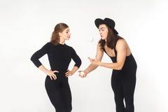 Konstnären visar att jonglera rikt kvinnan arkivbilder