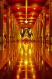 Konstnärlig guld- Buddhabild i Buddhatempel Royaltyfri Foto