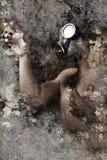 Konstnärlig stående med texturerad bakgrund, man med gasmasken royaltyfri foto